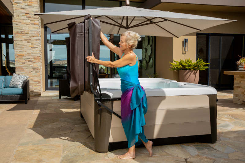 Hot Spring-Highlife-Triumph-2019-AlpineWhite-SandStone-Lifestyle-Coverlifter